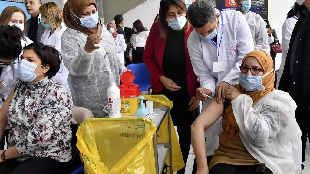 La Tunisie lance sa campagne de vaccination contre le covid-19