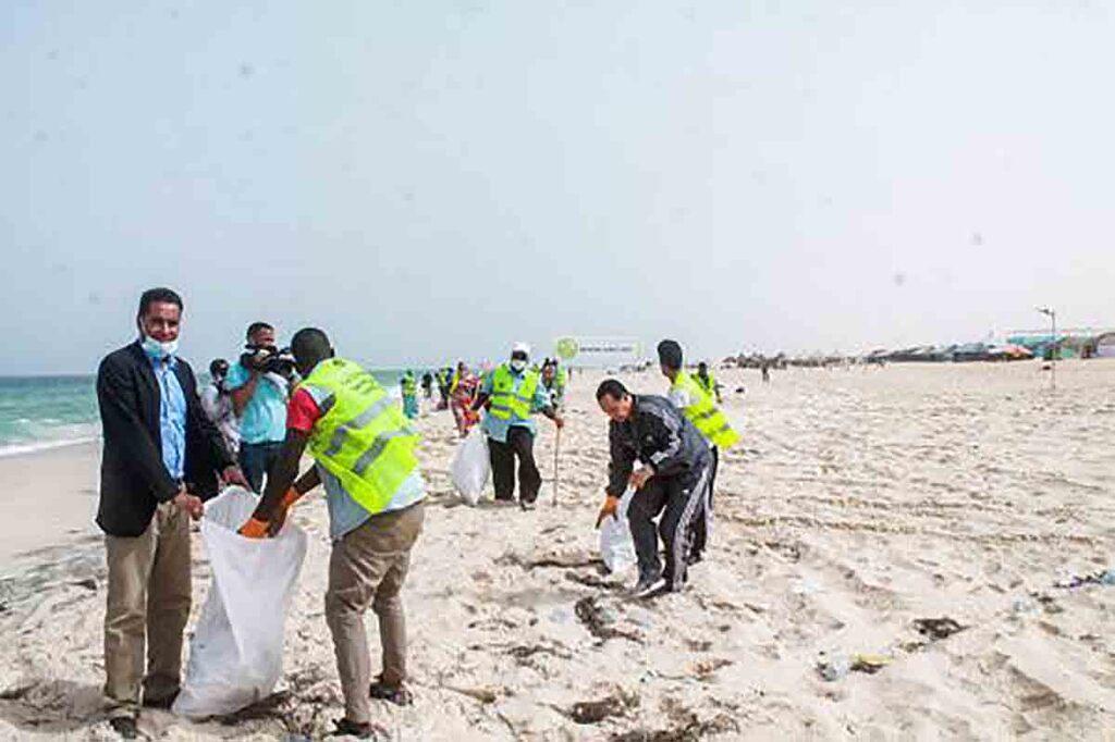 Campagne d'assainissement du littoral avec la commune de Tevragh Zeina